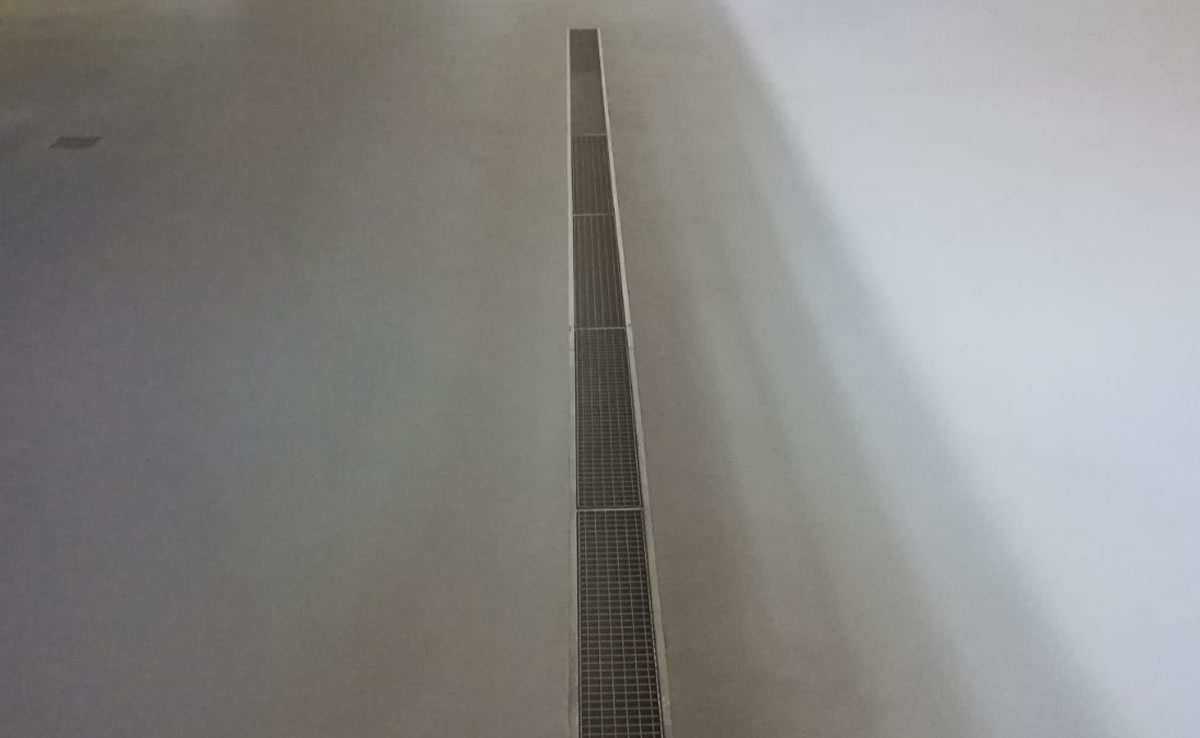 Finished resin floor using heavy duty polyurethane screed