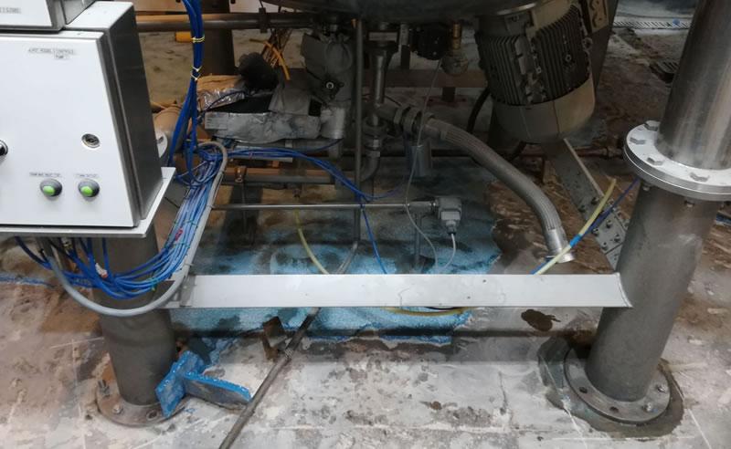 Preparation of the concrete floor before applying heavy duty polyurethane screed