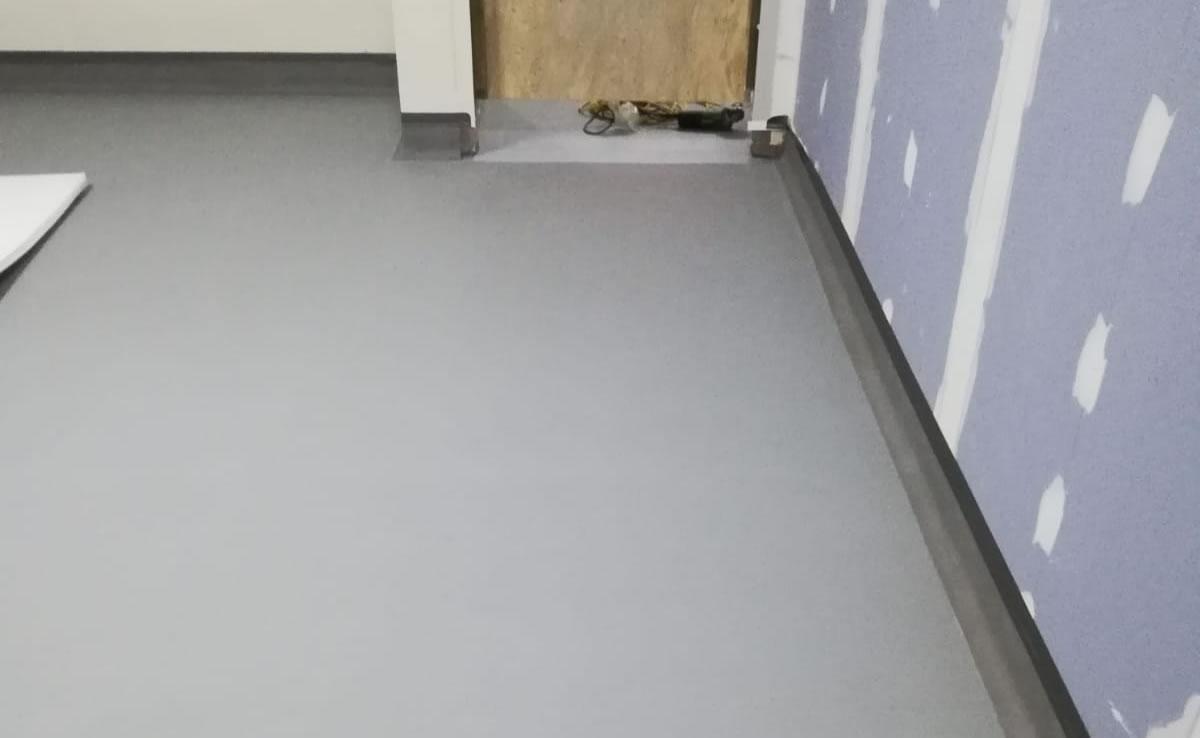 grey resin floor using altro cove detail