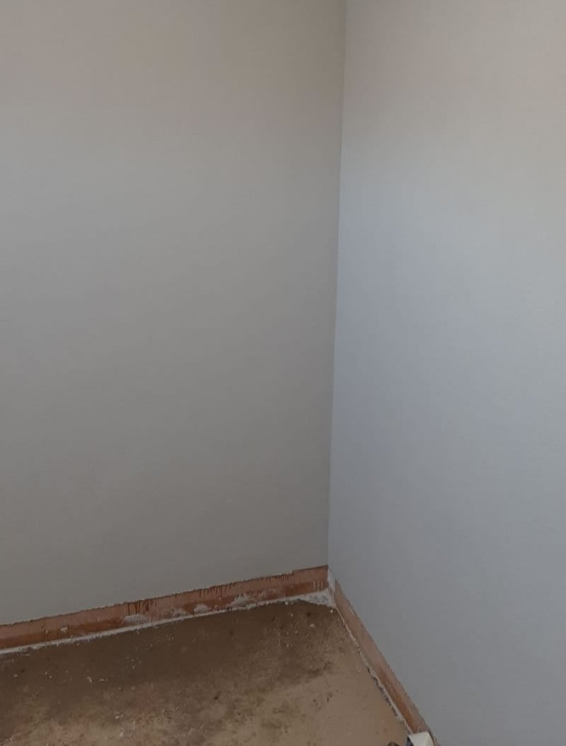 white wall using altro screed 3mm